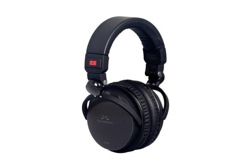 Closed back headphones Soundmagic HP150.