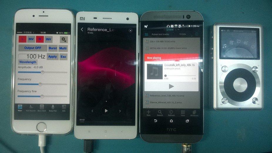 De izquierda a derecha, iPhone 6, Xiaomi Mi4, HTC M8 y Fiio X1.