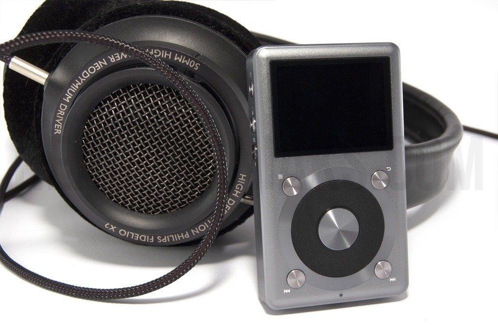 Reproductor Fiio X3 II junto a auriculares Fidelio X2, combinación perfecta.