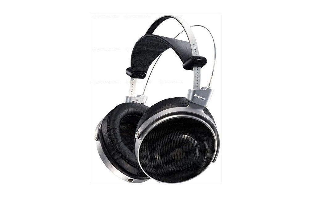 Pioneer SE-MASTER1. Pioneer's flagship High-End Headphones.