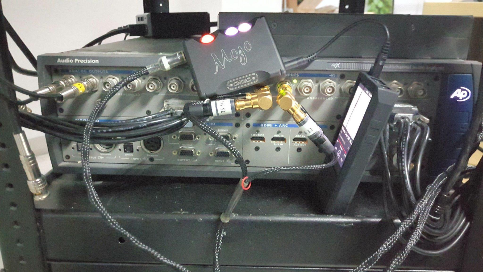 El DAC/AMP Chord Mojo durante las pruebas con el AP585.