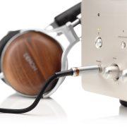Denon AH-7200 Closed-back circumaural headphones