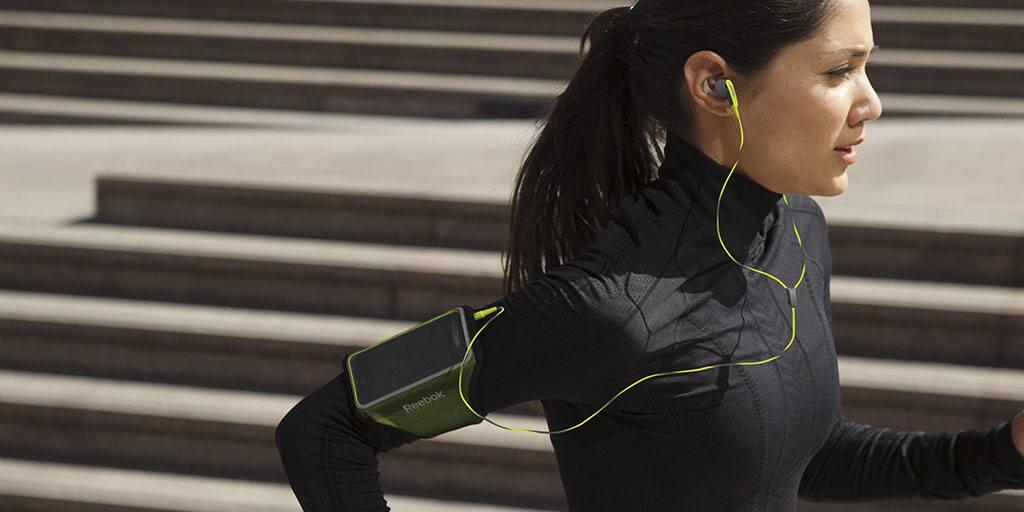 Auriculares para correr y deportivos.