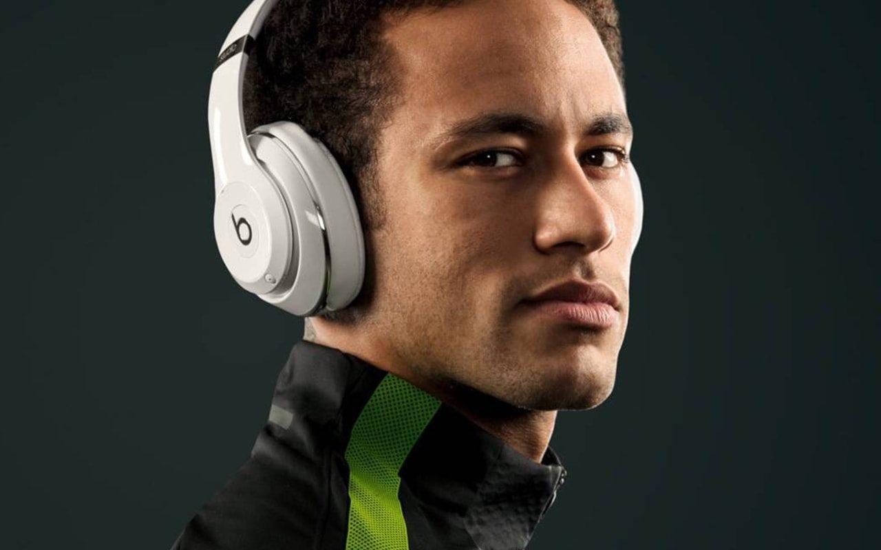 Auriculares de los futbolistas. Beats de Neymar.