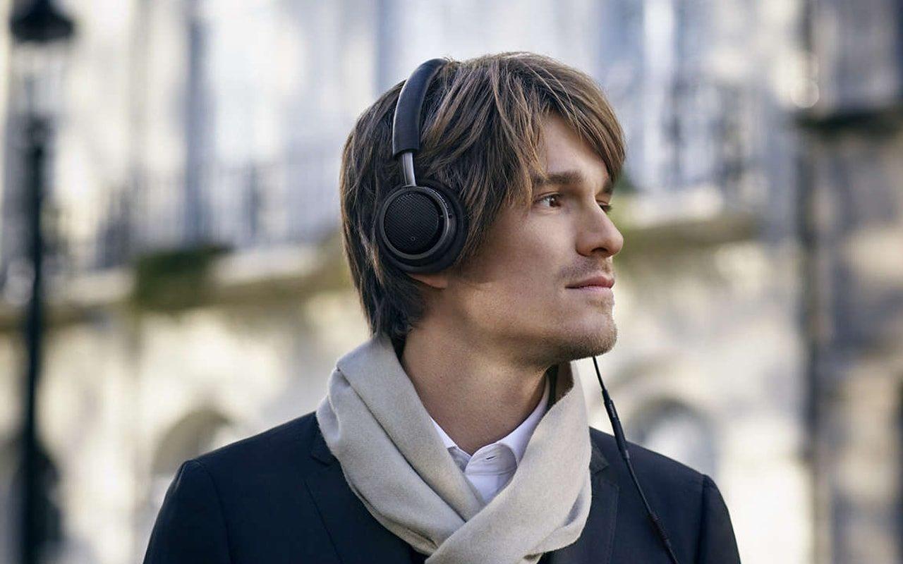 Auriculares con micrófono: cómo utilizarlos correctamente.