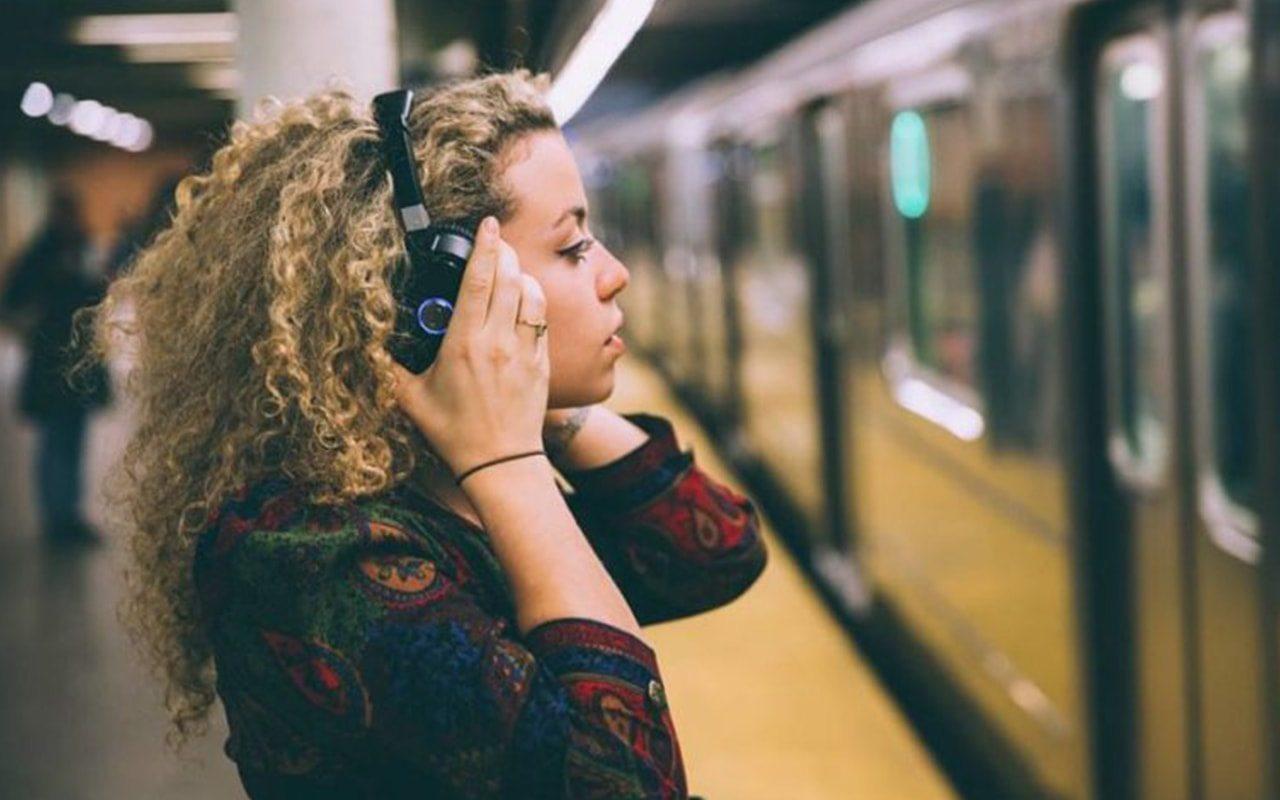 El auricular y 7 tipos de personas adictas al sonido.