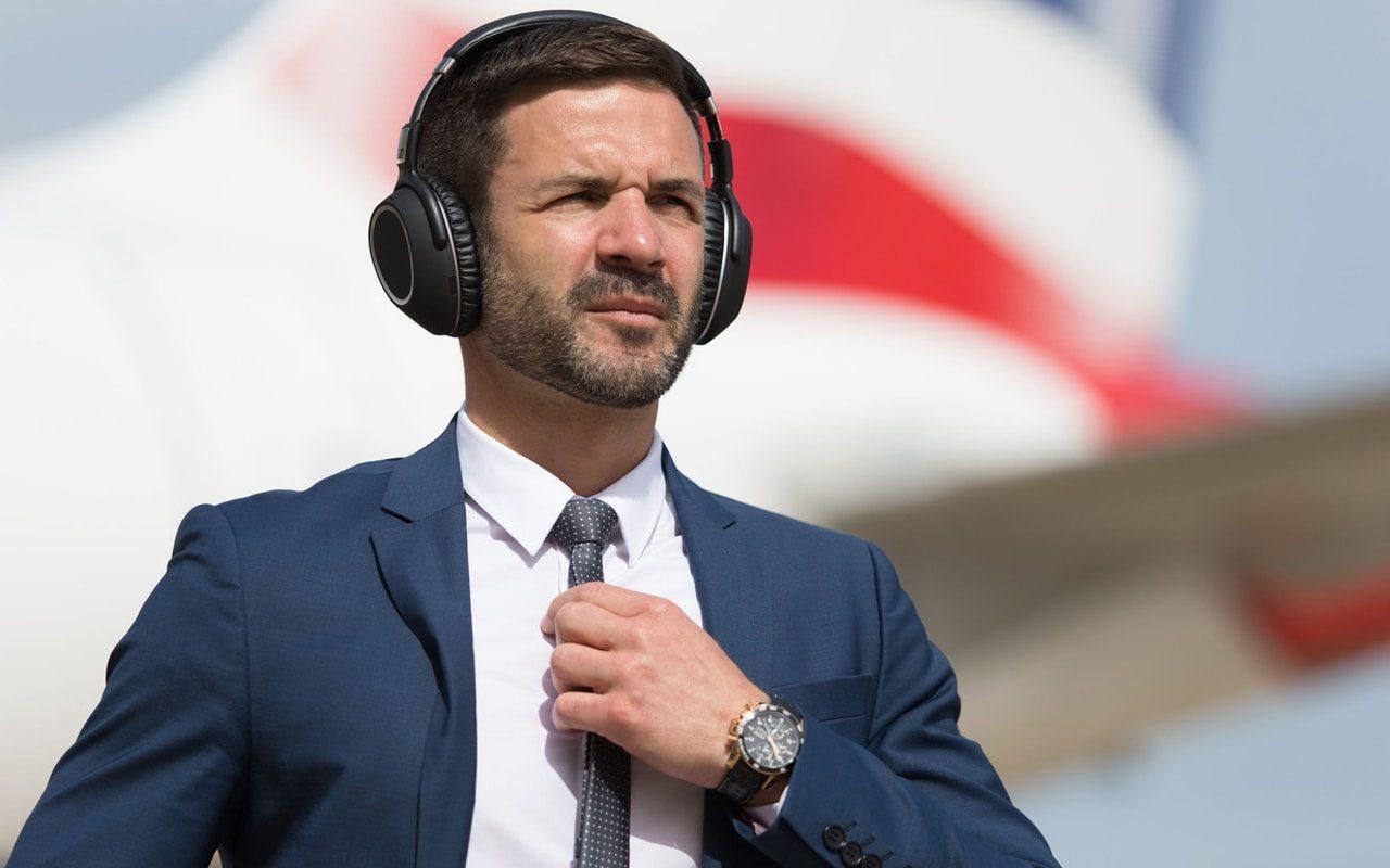 Auriculares con cancelación de ruido activa, los favoritos de los que viajan en avión.