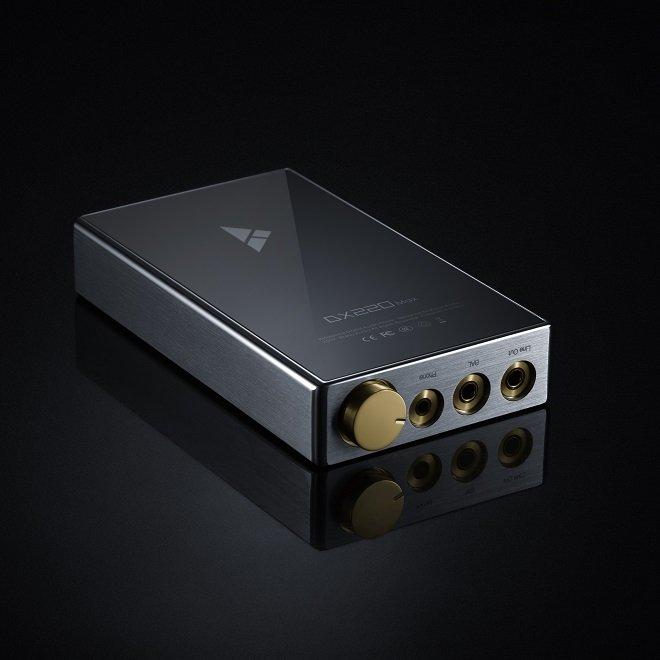 iBasso DX220 Max HD digital audio player.